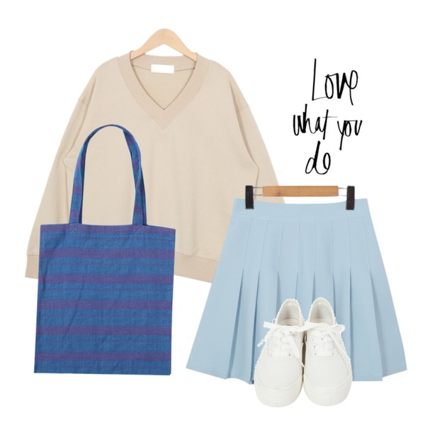 From Beginning Stitch point eco bag_P (size : one),From Beginning Girlish tennis pleats skirt_P (size : free),From Beginning Simple V-neck mtm_Y (size :free)등을 매치한 코디