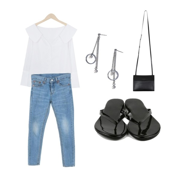 From Beginning Wing shoulder blouse_P (size : free),Zemma World 연청-슬림 (skinny),daily monday Simple basic flip flop등을 매치한 코디