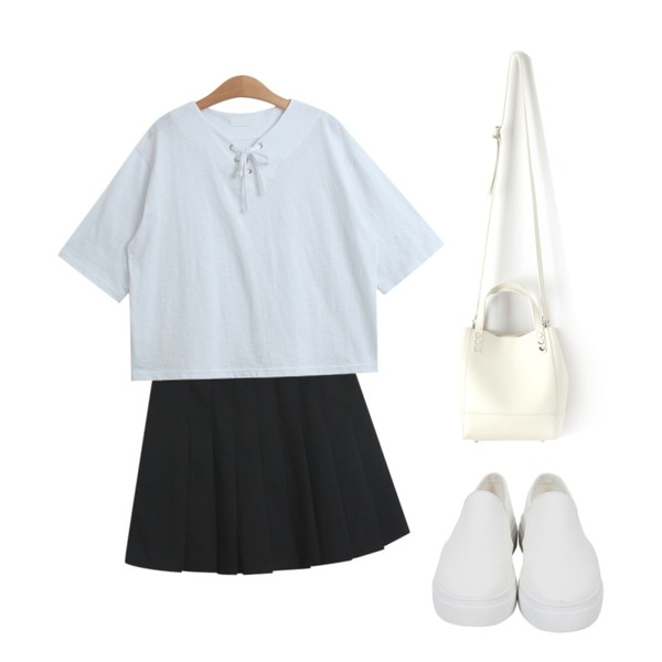 TODAY ME [tee]아바 티,TODAY ME [skirt]멜랑 스커트,From Beginning Plain leather slip-on_K (size : 225,230,235,240,245,250)등을 매치한 코디
