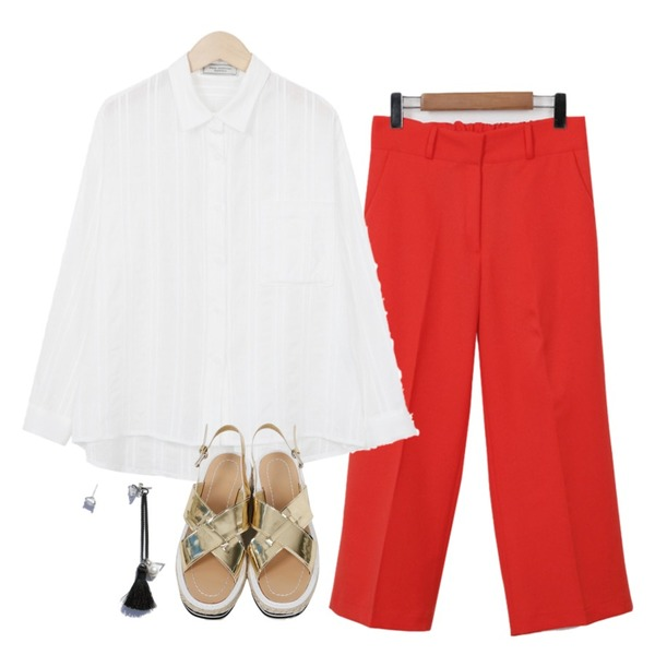 From Beginning Made_bottom-062_easy banding slacks (size : S,M),From Beginning Made_top-098_needle gauze shirts (size : free),From Beginning Box x-belt sandal_K (size : 225,230,235,240,245,250)등을 매치한 코디