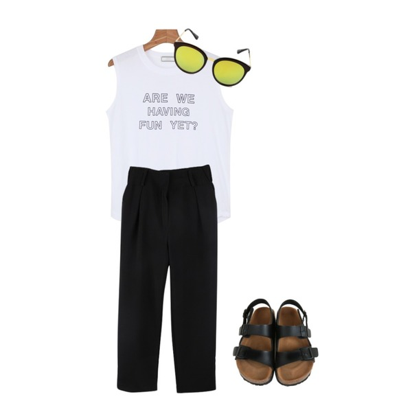 biznshoe Black standard slacks,Zemma World 밀라노 (sandal),daily monday Fun printing sleeveless등을 매치한 코디