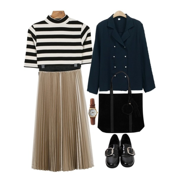 From Beginning Big buckle enamel loafer_Y (size : 230,235,240,245,250),daily monday Stripe golgi half tee,From Beginning Satin leather pleats skirt_M (size : free)등을 매치한 코디