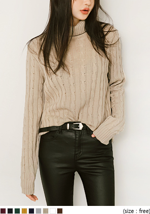 TWISTED TURTLE NECK KNIT