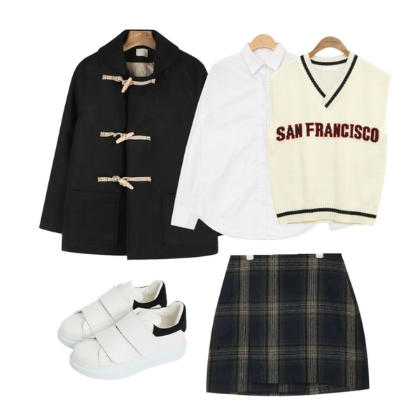 daily monday Round collar duffle jacket,AIN casual check unbalance mini skirt (2 colors),AIN soft color basic shirts (3 colors)등을 매치한 코디