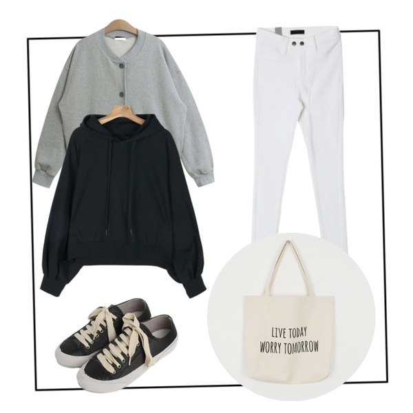 Black Frame,TODAY ME 브릭 가디건,daily monday Loose-fit balloon hood등을 매치한 코디