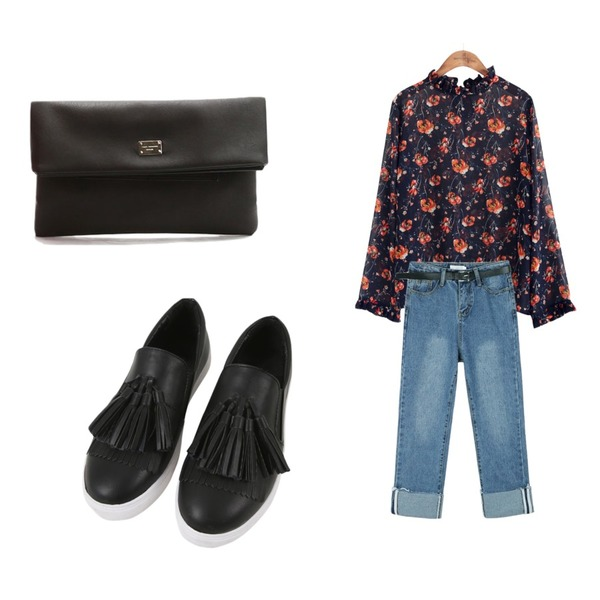 LOVELY SHOES 폴드 클러치백,daily monday Straight fit roll up belt denim블루M 03/13 입고예정-순차적발송,common unique [TOP] SHIRRING POINT FLOWER  BLOUSE 등을 매치한 코디