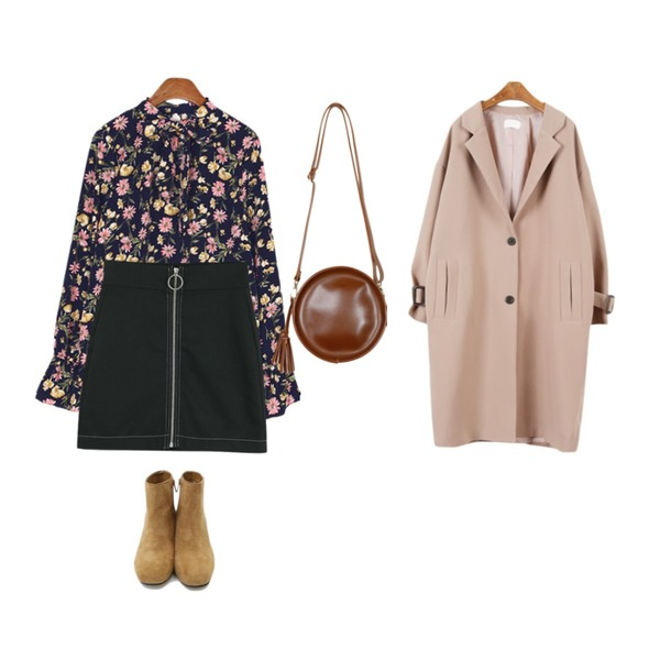 daily monday Suede square heel ankle boots,LOOK CHIC o ring skirts (2 color),BANHALA 퓨리 블라우스등을 매치한 코디