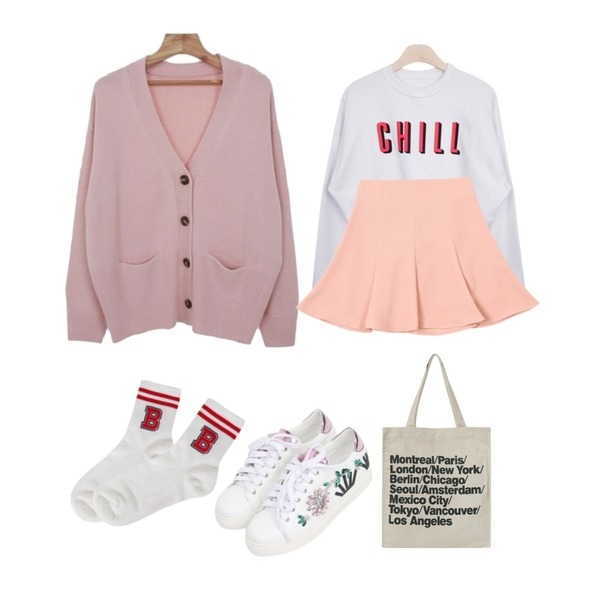 GIRLS RULE 칠 크롭 맨투맨 (t2488),TWEE Line flare skirt,Zemma World Custard-가디건등을 매치한 코디