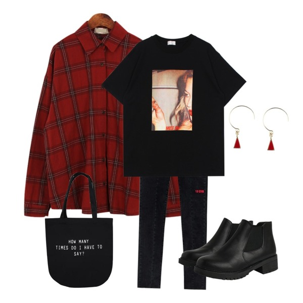 Dailyco 첵스체크남방-nb,MIXXMIX 13ERS Denim Pants,daily monday Suede square heel ankle boots등을 매치한 코디