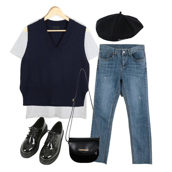 LOOK CHIC simple tee (10 color),LOOK CHIC v short vest (3 color),LOOK CHIC 701 straight denim pants등을 매치한 코디