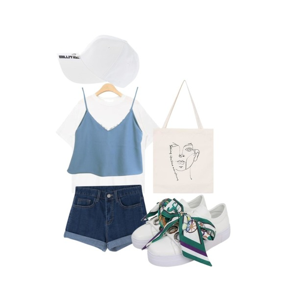 MIXXMIX 520 슬림 롤업 팬츠,LOOK CHIC lace bustier (2 color),AIN out stitch silky touch T (4 colors)등을 매치한 코디