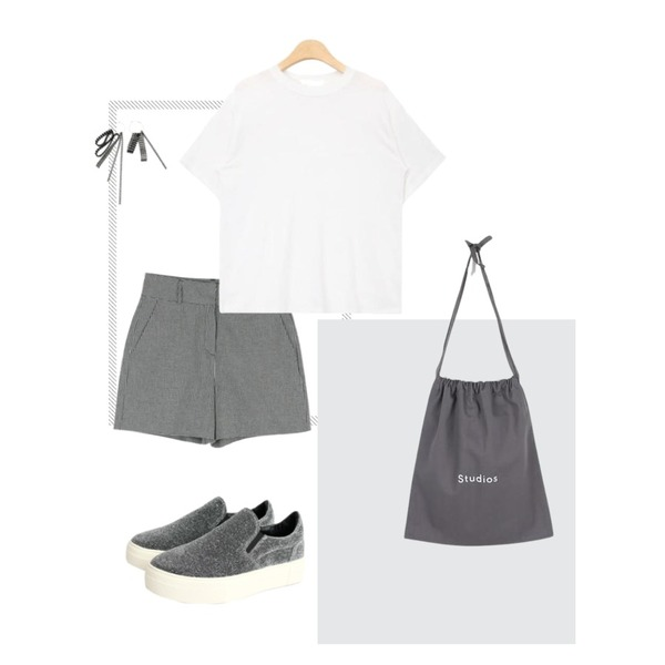 Untitled,Grey,daily monday Check point shorts등을 매치한 코디