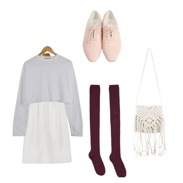 From Beginning Wooden basic oxford loafer_S (size : 230,235,240,245,250),LOOK CHIC box crop tee (3 color),daily monday Flare cotton suspender one-piece등을 매치한 코디