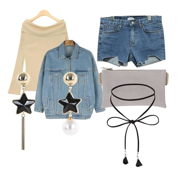 SOMEDAYS 컷팅 데님숏팬츠,AIN golgi off-shoulder T (4 colors),daily monday Casual boxy denim jacket등을 매치한 코디