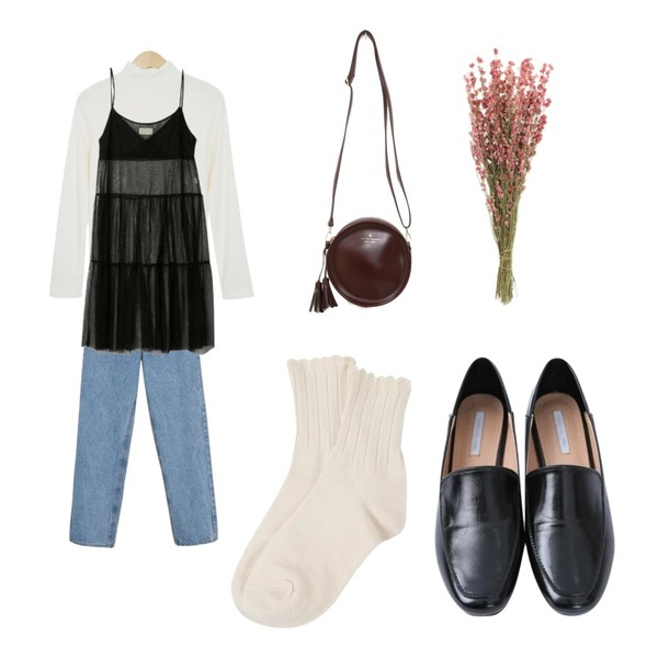 From Beginning Boucle color basic T_M (size : free),myblin 심플 레더 플랫슈즈 (3color),daily monday Vintage washing cotton pants등을 매치한 코디