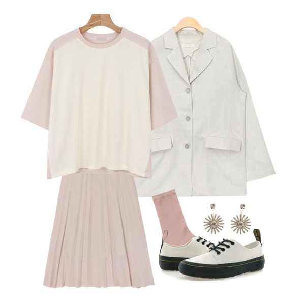 AIN twinkle see-through socks (4 colors),AIN pastel chiffon pleats skirts (5 colors),AIN classy rayon 3 button jacket (2 colors)등을 매치한 코디