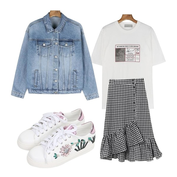 daily monday Color cotton daily jacket,Cats Onepiece 언발 체크 롱스커트,daily monday Yoco printing tee등을 매치한 코디