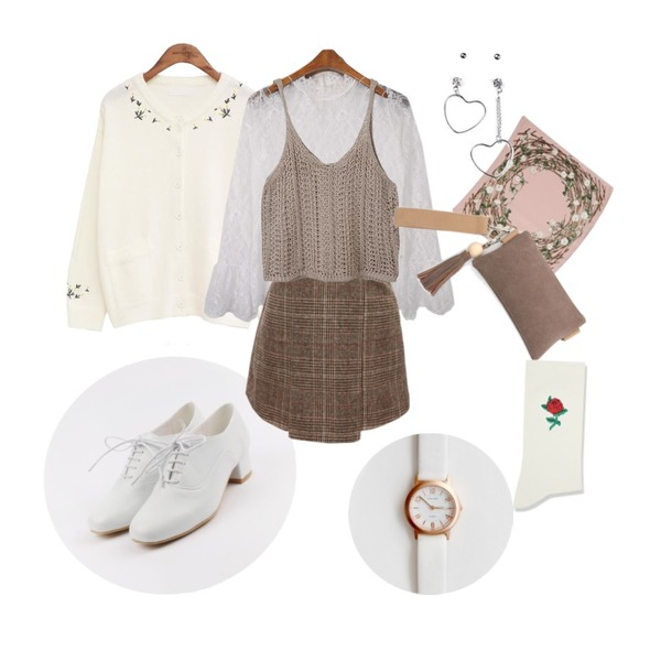 daily monday Enamel dress up loafer,common unique [OUTER] FLOWER ROUND KNIT CARDIGAN,MESMIN 시스루 레이스 t (2colors)등을 매치한 코디