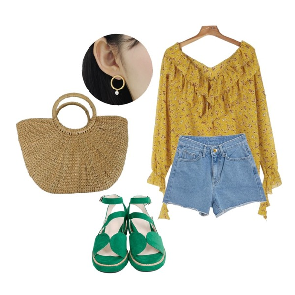 From Beginning Wave cover sweat sandal_Y (size : 225,230,235,240,245,250),daily monday Flower spring v-neck blouse,Zemma World Picnic (bag)등을 매치한 코디