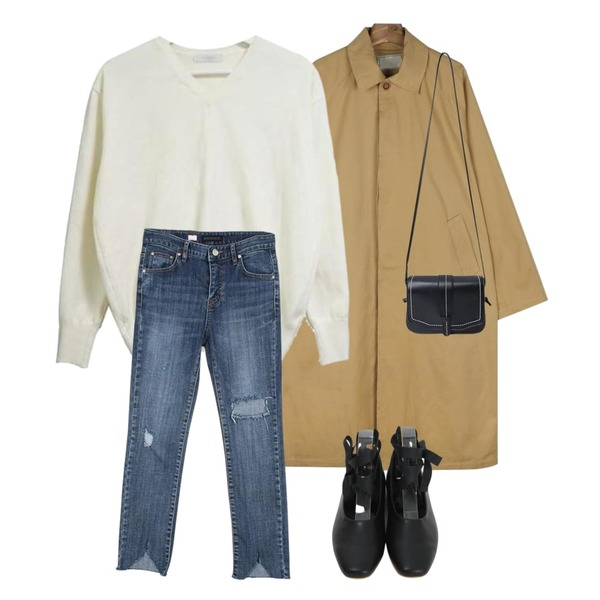daily monday Overfit unisex single coat,DOOMARKET 4color 코튼 v 니트,MESMIN 레이 컷팅 데님pt등을 매치한 코디