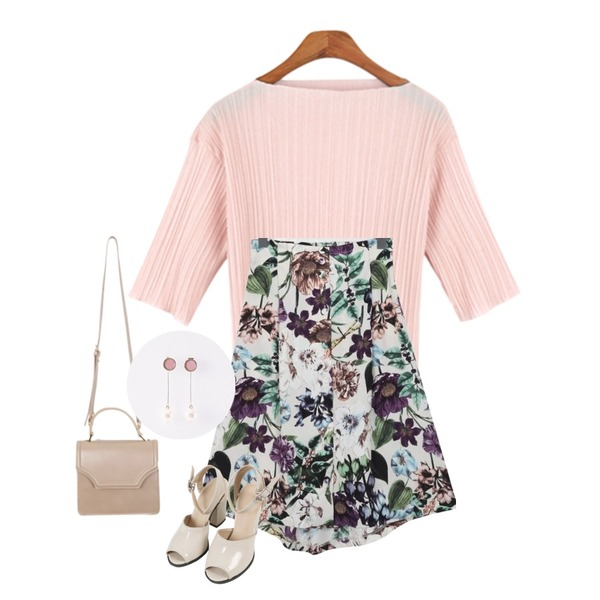 MINIBBONG 프로포즈-sh,BANHALA 링클 티셔츠,From Beginning Clare floral button skirt_M (size : free)등을 매치한 코디