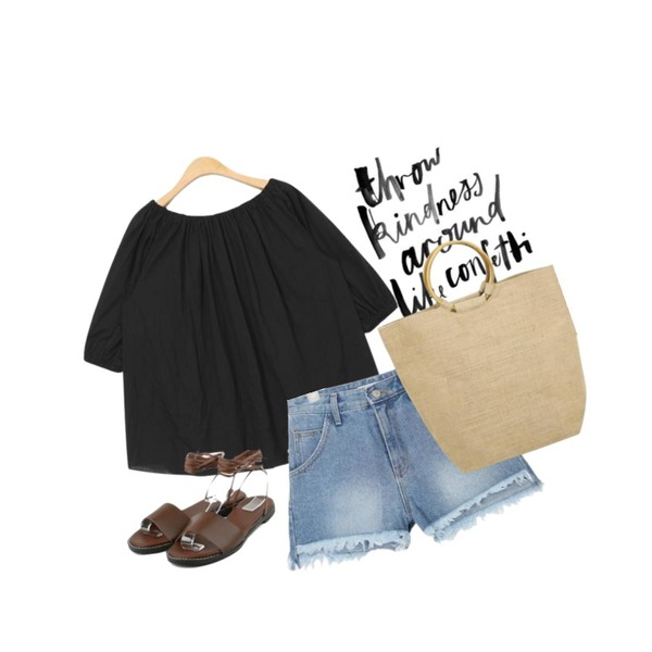 daily monday Simple string sandal,AIN banding lovely off shoulder blouse (3 colors),AIN diagonal cutting fringe denim pants등을 매치한 코디