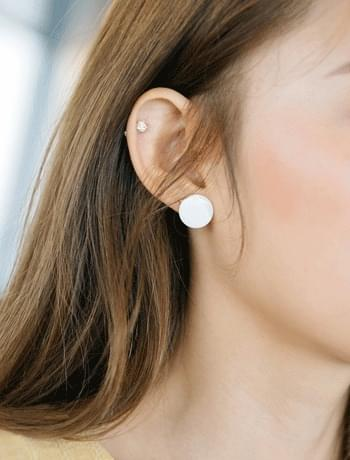 white circle earring