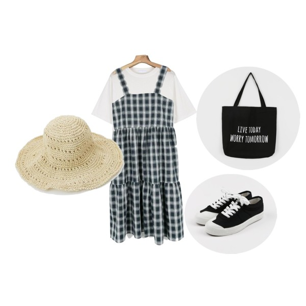 daily monday Front cozy sneakers,daily monday Basic slit tee,daily monday Daily check long one-piece등을 매치한 코디