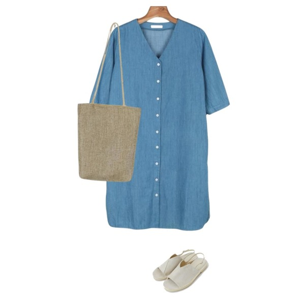 daily monday Natural linen straw bag,daily monday Denim open one-piece,daily monday Suede unique sandals등을 매치한 코디
