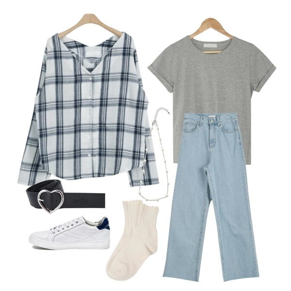 LOOK CHIC soft v check bl (2 color),LOOK CHIC long wide denim pants,BANHARU roll-up sleeve tee등을 매치한 코디