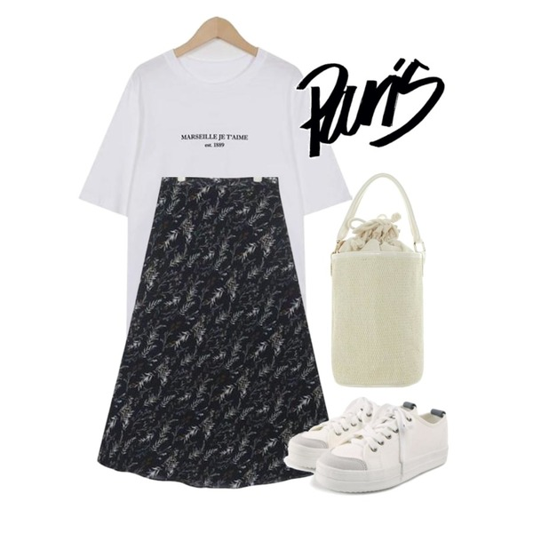 ROCOSIX daily chunky sneakers,AIN been flower pattern long skirt (s, m),From Beginning Marseille wash cotton T_K (size : free)등을 매치한 코디