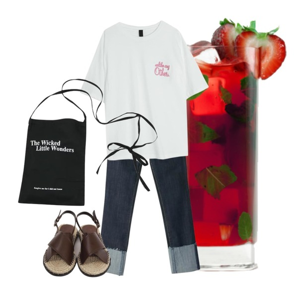Strawberry Mojito,BANHARU cutting roll-up straight jean,BANHALA 라이크미 티셔츠등을 매치한 코디