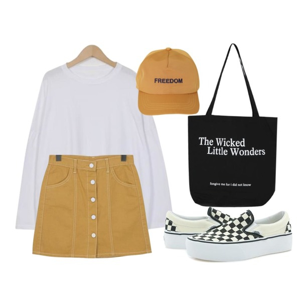 Player 반스 클래식 슬립온 플랫폼  체커 블랙 화이트 (VANS CLASSIC SLIP ON PLATFORM),From Beginning Monthly over round T_B (size : free),From Beginning Moon stitch button skirt_H (size : S,M)등을 매치한 코디