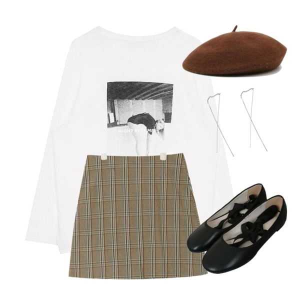 biznshoe Swimming tee (2color),AIN sweet check mini skirt (s, m),AIN autumn color beret등을 매치한 코디