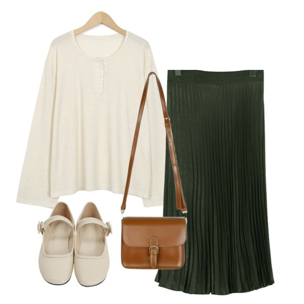 From Beginning Soap mary-janes flat shoes_K (size : 225,230,235,240,245,250),From Beginning Button off basic T_S (size : free),From Beginning Glam pleats long skirt_S (size : free)[카키 28일 입고 후 순차적배송]등을 매치한 코디