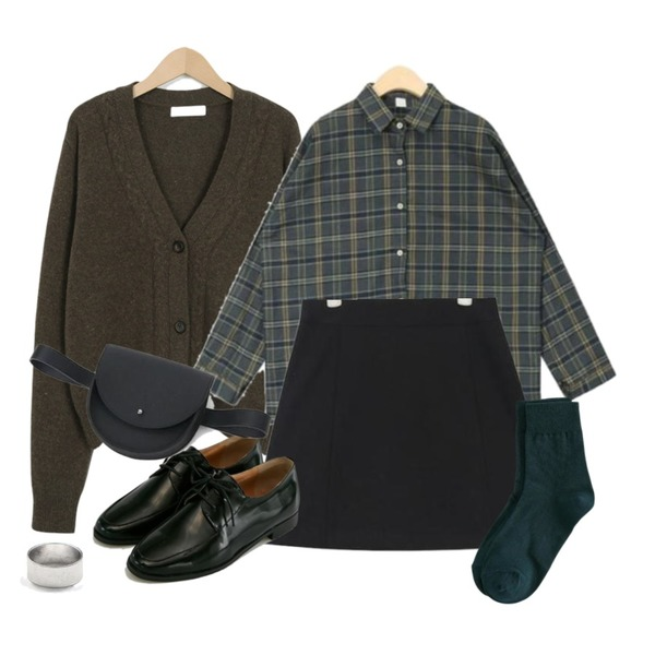 AIN bounce mix check shirts,AIN towarding check mini skirt (s, m),From Beginning Cookie button wool cardigan_S (size : free)등을 매치한 코디