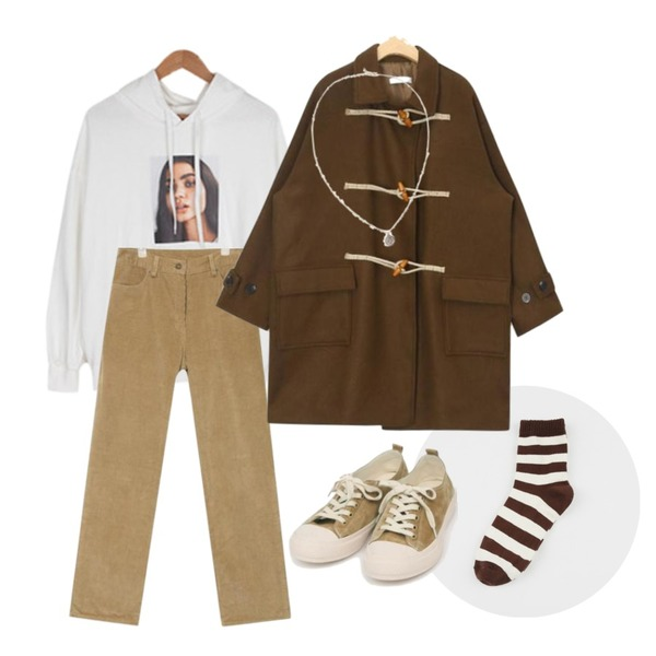 daily monday Autumn stripe socks,BULLANG GIRL (ONLY BULLANG) 걸앤걸전사후드티,AIN first match corduroy pants (s, m)등을 매치한 코디
