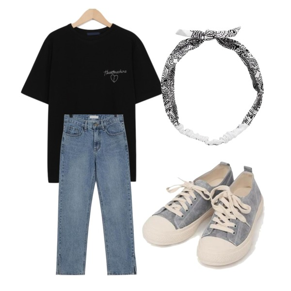 From Beginning Slit loose-fit denim_B (size : S,M,L),AIN all day suede sneakers (230-250),From Beginning Heart needle point T_B (size : free)등을 매치한 코디