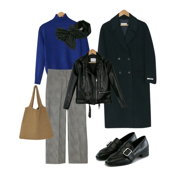 BANHARU hound tooth check slacks,BANHARU normal turtleneck knit,BANHARU classy buckle loafer등을 매치한 코디