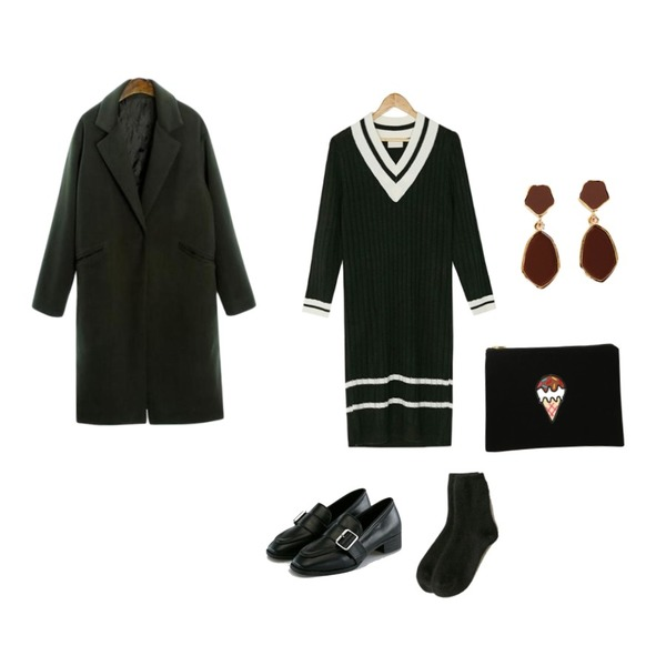 BANHARU classy buckle loafer,ROCOSIX wool snap button simple coat,BANHARU basic angora socks등을 매치한 코디