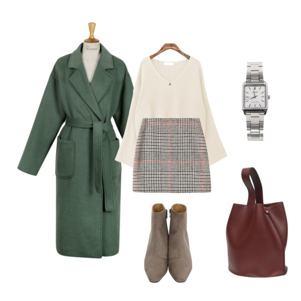 From Beginning More-made long coat_mint (size : free),common unique [TOP] SLEEVE SLIT V NECK KNIT,From Beginning Frozen sweat ankle boots_K (size : 225,230,235,240,245,250)등을 매치한 코디