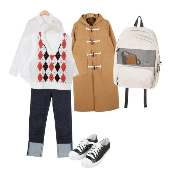 daily monday Long duffle wool coat,about moon roll-up straight denim pants,AIN simple pale stripe shirts등을 매치한 코디