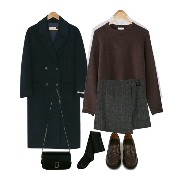 BANHARU plain cotton shirts,BANHARU [hand made] daily double button coat,BANHARU round neck simple knit등을 매치한 코디