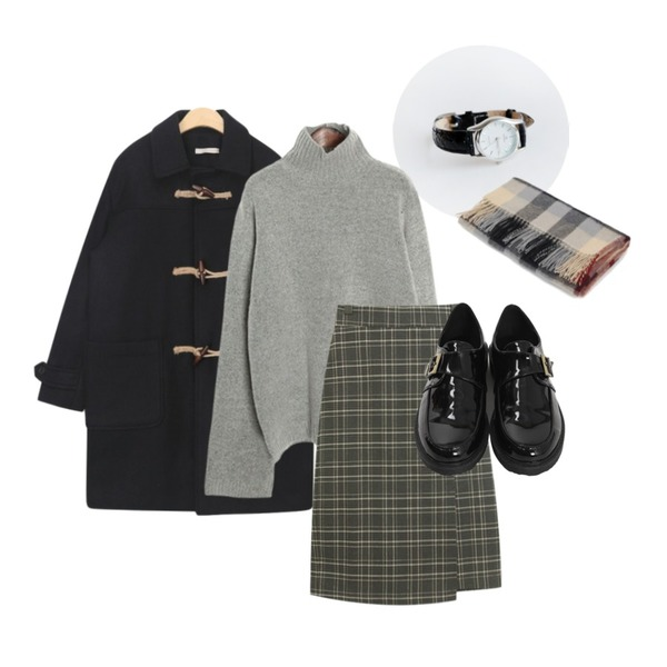 daily monday Line frame watch,AIN plait daily wool duffel coat,AIN burberry check muffler등을 매치한 코디