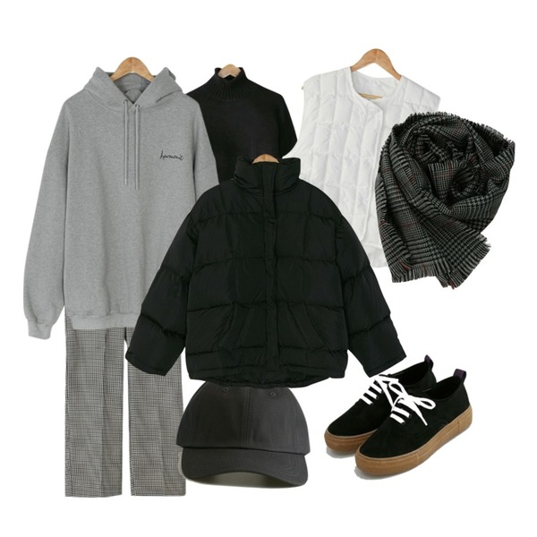 BANHARU hound tooth check slacks,BANHARU harmonie boxy hood,BANHARU drop shoulder rolling turtleneck knit등을 매치한 코디