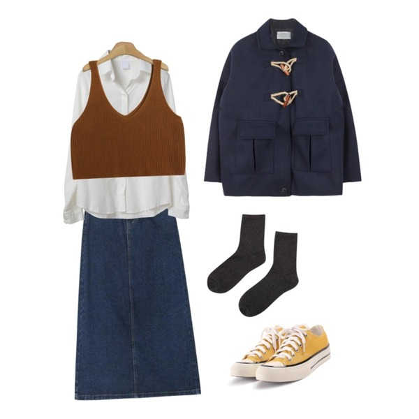 myblin 트윙클 펄 양말 (5color),ROCOSIX simple coton sneakers,AIN behind long slit denim skirt (s, m, l)등을 매치한 코디