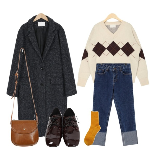 From Beginning Coin roll-up slim jean_B (size : S,M,L),From Beginning Regular herringbone wool coat_S (size : free),AIN hello v-neck argyle knit등을 매치한 코디
