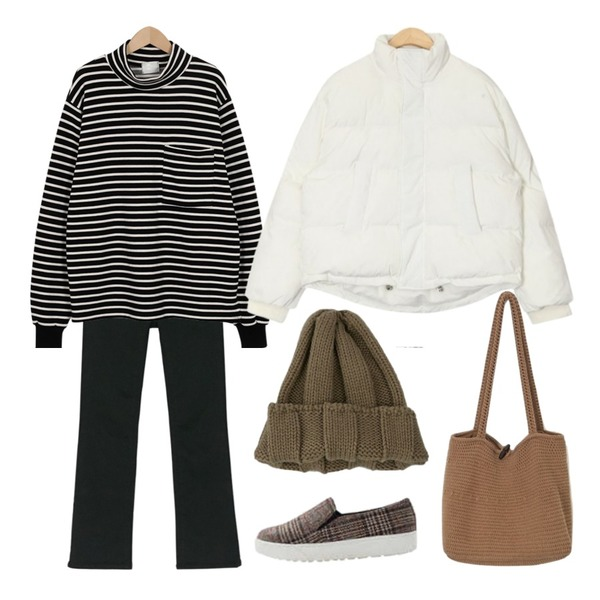 From Beginning Woody stripe pola T_K (size : free),AIN refreshing basic padding,BANHARU napping slim boots-cut pants등을 매치한 코디