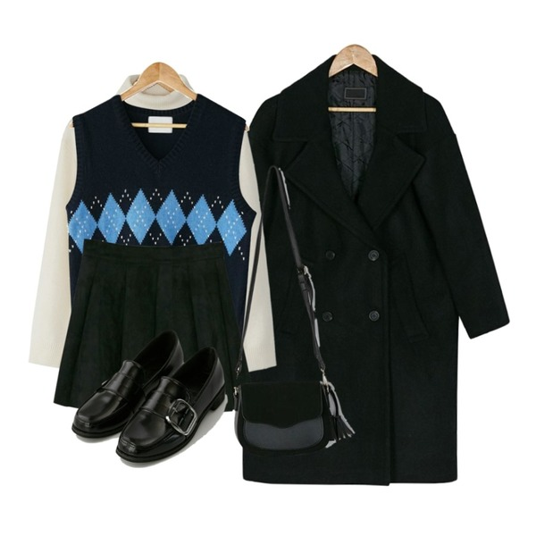 BANHARU argyle knit vest,BANHARU wool turtleneck knit tee,BANHARU 2oz wool double coat등을 매치한 코디