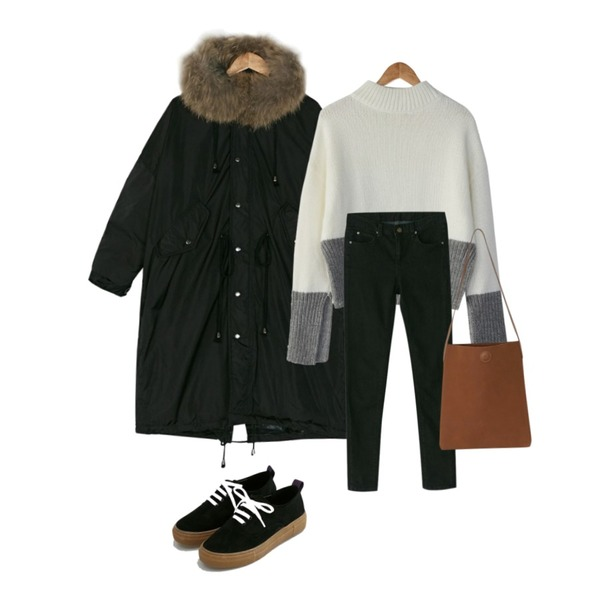 BANHARU sleeve slit angora knit,BANHARU enjoy napping black skinny,BANHARU real raccoon fur box fit padding등을 매치한 코디